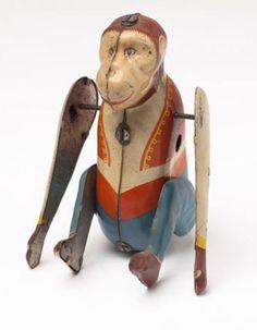 """Somersaulting Monkey. Aufdruck auf dem Po """"Made In England"""" Hersteller mir unbekannt."""
