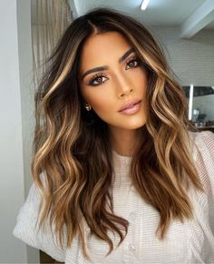 Shoulder Length Curly Hair, Curly Hair Cuts, Curly Hair Styles, Curly Medium Length Hair, Shoulder Length Hair Balayage, Fall Blonde Hair Color, Dark Blonde Hair, Trendy Hair Colour, Brown Hair Balayage