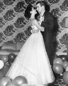I adore this photo of Elizabeth Taylor and Montgomery Clift from Look at the way he is holding her and the way they look at each other. Montgomery Clift, Turner Classic Movies, Classic Movie Stars, Hooray For Hollywood, Hollywood Stars, Hollywood Divas, Hollywood Couples, Vintage Hollywood, Classic Hollywood