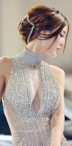 This is not haute couture ! It ain't CoCo Chanel ! It looks like some cheesy dress from prom collection ! Tango dancers wear this ! Mode Glamour, Organza, Glitz And Glam, Mode Style, Beautiful Gowns, Beautiful Women, Fashion Details, Asian Beauty, Asian Girl