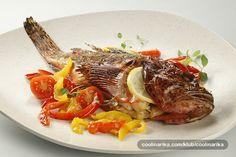 Škarpina je u kulinarskom svijetu vrlo cijenjena riba, a ovako pripremljena osobito je slasna i sočna. A ukusno povrće koje ste pekli zajedno s ribom, usitnite i od njega pripremite fini umak koji će odlično pristajati uz ovo jelo.