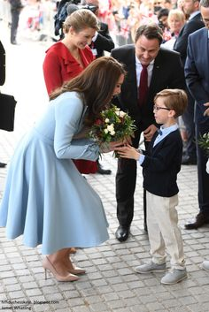 The Duchess was presented with pretty posy of flowers as she arrived at the Luxembourg City Museum.
