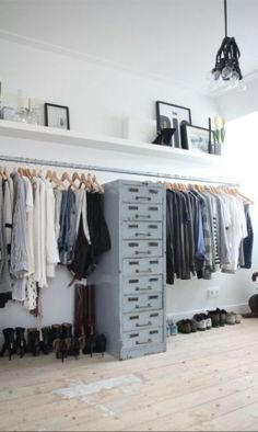 Walk In Closet Ideas - Seeking some fresh ideas to renovate your closet? Visit our gallery of leading high-end walk in closet style ideas and also photos. Wardrobe Closet, Closet Bedroom, Home Bedroom, Bedroom Storage, Open Wardrobe, Wardrobe Storage, Closet Space, Loft Storage, Bedroom Drawers