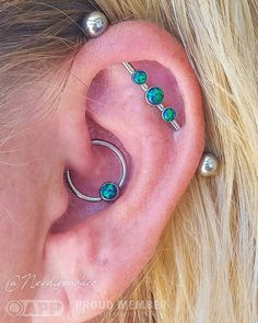 Black opal everything! Here is Lisa's fully healed daith piercing by me alongside a fully healed industrial piercing done elsewhere both upgraded to matching black opals and implant grade hardware from @anatometalinc! #daithbowl2017 #daithpiercing...