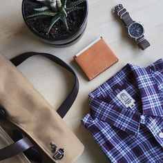 Essentials by @cuffington featuring our Hough Wallet in Russet Tan. Now available online!