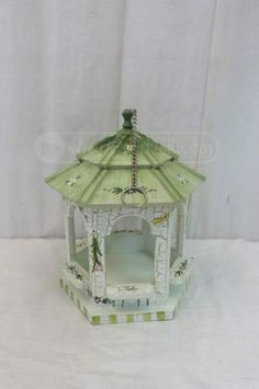 shopgoodwill.com: Decorative Hanging Green/White Wood Bird House