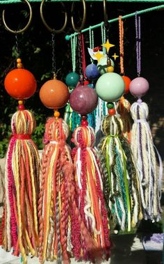 Resultado de imagen para borlas decorativas Handmade Crafts, Diy And Crafts, Arts And Crafts, Hanging Crystals, Tassel Keychain, Boho Diy, Wool Applique, Craft Items, Diy Craft Projects