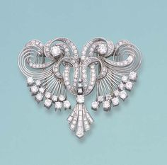 A DIAMOND AND PLATINUM DOUBLE CLIP BROOCH