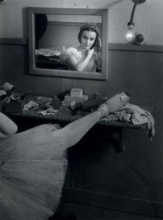 poboh:    Ludmilla Tcherina au Théâtre Sarah Bernhardt, 1945, Brassai. (1889 - 1984)