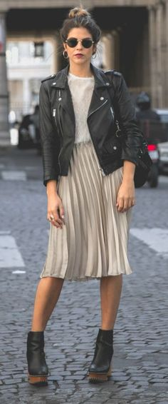 Natalia Cabezas + authentic rocker chick style + pleated midi skirt + sheer blouse + classic leather jacket + Chelsea boots + fresh fall style. Outfit: Zara.