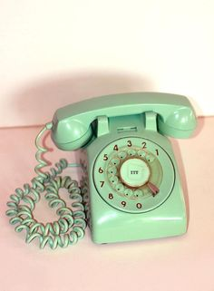 Vintage phone object in 2019 телефон, аяты. Love Vintage, Retro Vintage, Vintage Items, Vintage Stuff, Vintage Kitchen, Retro Art, Vintage Phones, Vintage Telephone, Objets Antiques