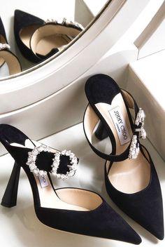 Jimmy Choo a choisit Sienna Miller comme égérie anti sociale ! Sienna Miller, Stiletto Heels, High Heels, Stilettos, Pumps Heels, Jimmy Choo Shoes, Luxury Shoes, Mode Style, Womens Shoes Wedges