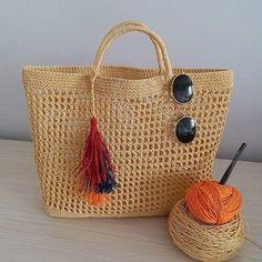I& so bored this winter because we couldn& get rid of the disease .- Ben bu kıştan cok sıkıldim cunku hastaliktan kurtulamadik🤒 Bir an once ba… I was bored this winter because we couldn& get rid of the disease. Crotchet Bags, Knitted Bags, Basket Bag, Crochet Purses, Crochet For Beginners, Handmade Bags, Yarn Crafts, Knitting Projects, Hand Knitting