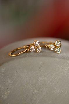 """#BabyEarings #Gulocky #Handmade #NaturalGemstones #Diamonds #Gold #Nausnicky. Obľúbený dizajn detských náušničiek Guľôčky odzrkadľuje našu filozofiu, že """"každá, aj tá najmenšia žena, si zaslúži diamant."""" V tomto prípade rovno 6 briliantov, ktoré sú v """"trojlístkovom"""" usporiadaní ručne osadené v 14-karátovom žltom zlate. Bezpečné zapínanie vpredu je komfortné, rovnako ako použité prírodné materiály, ktoré sú hypoalergénne. Aj toto je dôkaz, že prvý šperk ženy vie byť rovnako krásny, ako… Bracelets, Earrings, Gold, Jewelry, Ear Rings, Stud Earrings, Jewlery, Jewerly, Ear Piercings"""