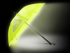 StrideLite Safe Walking Umbrella combines high-intensity light with high reflective material to provide 360º visibility at night from over ¼ of a mile away! | Via Diane Tippins | GetdatGadget.com/stridelite-safe-walking-umbrella/