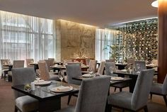 """Easter is coming ... and how about spending Easter Sunday at our Spot Premium Sheraton Lisboa Hotel? Cabrito, traditional desserts of the time, cod roasted and, for the youngest, the classic """"egg hunt"""", are some of the proposals in the restaurant Lobby Bistro. To not lose!"""