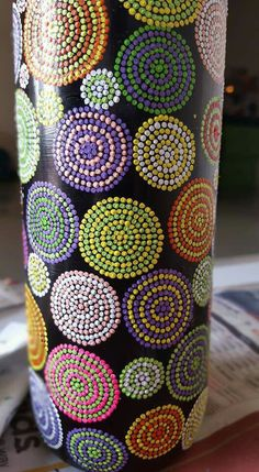 Boards - Quilling Deco Home Trends Painting Glass Jars, Painted Glass Bottles, Glass Painting Designs, Pottery Painting Designs, Glass Bottle Crafts, Wine Bottle Art, Diy Bottle, Bottle Painting, Dot Art Painting
