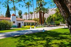 La Chureya is a 5 BR luxury rental in the Movie Colony area of Palm Springs, CA