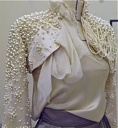 I just might try to make this!  I did the pumps, this is the next project! Pearls pearls . KRIKOR JABOTIAN
