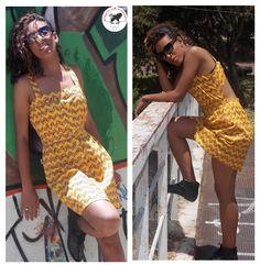 A querida Nathana Alves usa vestido com estampa étnica.
