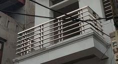 Xem 40 mẫu lan can ban công inox mặt tiền đẹp, sang trọng, hiện đại Balcony Glass Design, Balcony Grill Design, Balcony Railing Design, Home Stairs Design, Door Design Interior, Steel Grill Design, Steel Railing Design, Grill Gate Design, Gate Wall Design