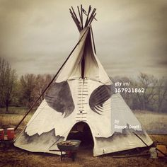 157931862-this-native-american-teepee-is-traditionally-gettyimages.jpg (594×594)