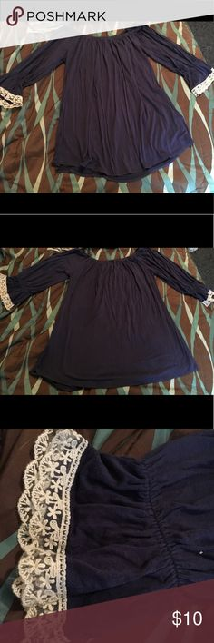 Boutique style tunic! Quarter sleeve tunic with lace on the sleeve. 🌸 Vision U.S.A Tops Tunics
