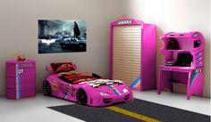 Elegant Das in rosa gehaltene Kinderzimmer besteht aus Autobett Typ und einem Kleiderschrank einem Schreibtisch und einer W schekommode Alle vier Elemente sind