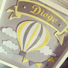 Quadro balão cinza e amarelo