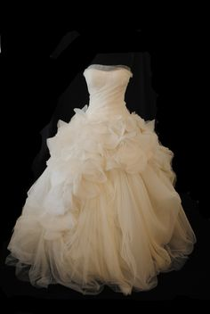 Hayley ~ Vera Wang ~ Size 10 | Fabulous Frocks Bridal