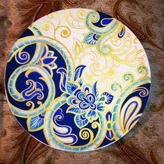 . Pottery Painting, Ceramic Painting, Decorated Wine Glasses, Shrink Art, China Painting, Mandala Coloring, Hand Painted Ceramics, Ceramic Plates, Islamic Art