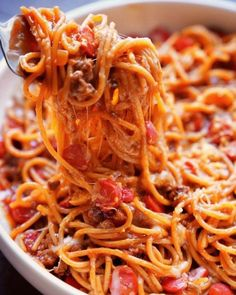 Filipino spaghetti is sweeter than what you're used to. That's because the sauce often contains banana ketchup, a favorite condiment of the cuisine. (If you want to go real homestyle, you gotta add sliced hot dogs, too. Filipino Spaghetti, Best Spaghetti, Spaghetti Recipes, Spaghetti Sauce, Spaghetti Squash, Best Filipino Recipes, Filipino Dishes, Filipino Desserts, Asian Recipes