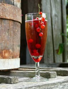 Reginas Wilde Weiber Herzallerliebstes Flute, Alcoholic Drinks, Champagne, Wine, Tableware, Glass, Food, Alcoholic Beverages, Dinnerware