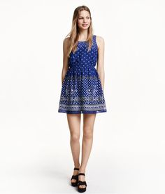 Welcome to H&M, your shopping destination for fashion online. We offer fashion and quality at the best price in a more sustainable way. Short Summer Dresses, Simple Dresses, Playsuits, Jumpsuits, Jumpsuit Dress, Pretty Outfits, Pretty Clothes, Dress Patterns, Fashion Online