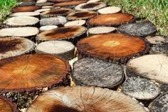 25 Incredible DIY Garden Pathway Ideas You Can Build Yourself To Beautify Your Backyard Log Projects, Outdoor Projects, Backyard Projects, Rustic Outdoor, Outdoor Decor, Rustic Decor, Rustic Crafts, Outdoor Ideas, Stepping Stone Walkways