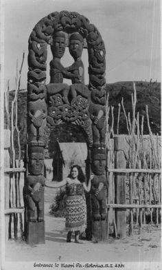 NZ Maori Woman & Carved Gateway, Rotorua, New Zealand, postcard