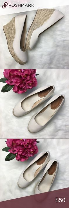 """J CREW Seville Espadrille Wedges Canvas Sandstone J CREW Women's Seville Espadrille Wedges Canvas Sandstone Off White Shoes Size 8                             Retail $128 Condition: Excellent Pre-owned Condition. Gently used. Minor scuffs and marks. Please see photos. Size: 8 Measurements: - Heel Height: Approx. 3.5""""  Please follow me and check out my other items! Thank you for shopping! J. Crew Shoes Wedges"""
