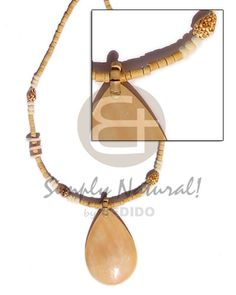 Teens 2 3 Heishe Natural With Pendant Melo Coco Necklace sustainable unisex beach fashion jewelry. Wooden Necklace, Beaded Necklace, Beaded Bracelets, Pendant Necklace, Natural Accessories, Fashion Accessories, Fashion Jewelry, Shell Jewelry, Shell Necklaces