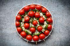 Proste i zdrowe przystawki na Sylwestra / karnawał - Poezja smaku Impreza, Vegetables, Food, Diy, Bricolage, Essen, Vegetable Recipes, Do It Yourself, Meals