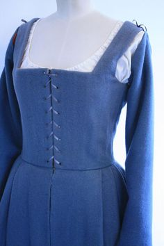 Tudor Woman's Kirtle from 1535