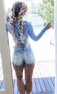 7 Famous Winter Hairstyles Only for Your : Long Hair In 2019 Here we have got some fantastic winter long hair collection for you in this new your. Take a look at the selection we have provided for you below. Have a look! Sexy Jeans, Sexy Shorts, Sport Shorts, Women's Shorts, Running Shorts, Cutoffs, Casual Shorts, Long Shorts, Jeans Fit