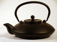 Cast Iron Teapot - Black Pointillize Design :: chinalife