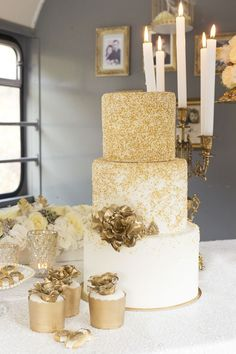gliter wedding cake with sugar gold flowers / http://www.deerpearlflowers.com/glitter-wedding-ideas-and-themes/