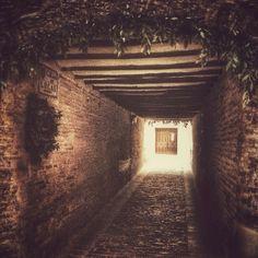 Calle Lucas, te das cuennnn pecador. #zaragozadestino Un lugar diferente. http://instagram.com/unaimensuro