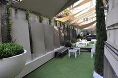 Benvenuti al Fuorisalone dell'Ordine degli Architetti di Milano, dal 16 al 22 Aprile 2012. Ecco la quinta ceramica di Florim, con lastre super sottili di 80x180 cm.  (foto di Stefano Suriano)