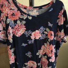 Floral crewneck relaxed fit tee Perfect tee shirt with floral print!  great condition! Tops Tees - Short Sleeve