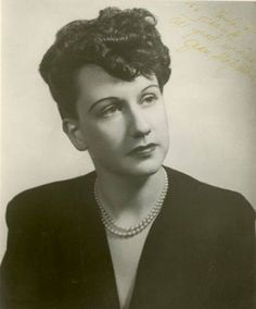 """Jean Stapleton ,age 20 before she was """"Edith Bunker"""" on All in the Family Hooray For Hollywood, Hollywood Icons, Old Hollywood, Hollywood Glamour, Classic Hollywood, Famous Women, Famous People, Iconic Women, Young Celebrities"""