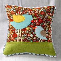 Mothers and Daughters - little bird pillow Cute Pillows, Diy Pillows, Decorative Pillows, Throw Pillows, Felt Crafts, Fabric Crafts, Sewing Crafts, Felt Diy, Quilting Projects