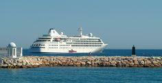 Crucero frente a Playa del Faro