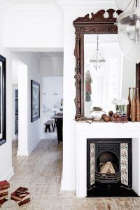 Every time I spot an interior design project handled by Jacqueline Morabito, my heart skips a bit. This renovation in the South of France is no different, and the master has clearly put her unique signature here : calming white tones, organic textures and this oh-so-french easy going but refined aesthetics. Gorgeous! Source : Côté...